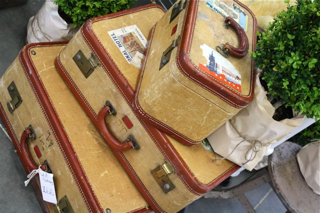 Red-tan-vintage-suitcases