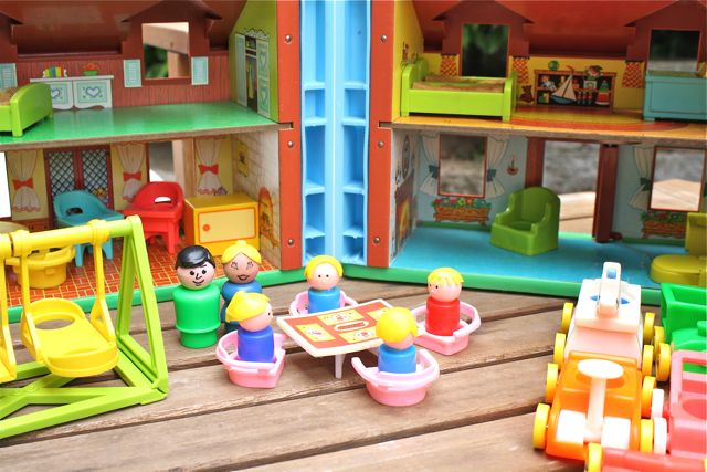 Fisher-price-vintage-little-people-table