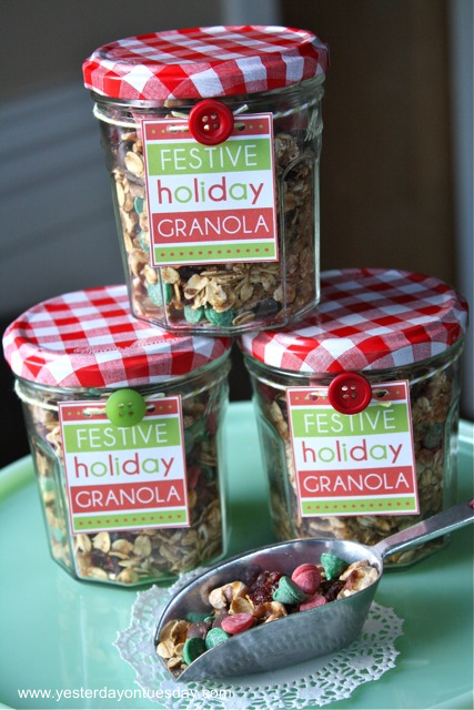 Festive Holiday Granola - Yesterday on Tuesday #christmas #granola #christmasfood