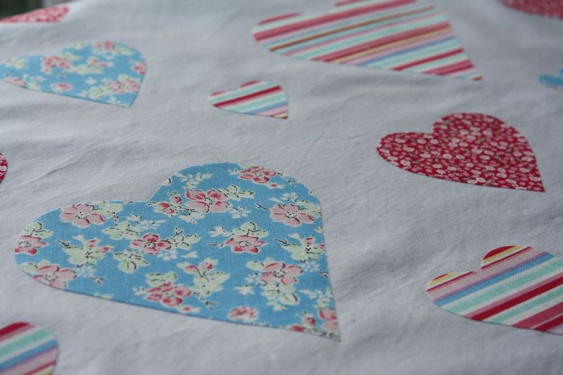 Valentine Pillowcase - Yesterday on Tuesday #valentinesday #hearts #valentinesgifts