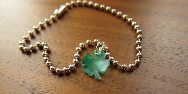 A Little Luck Charm Bracelet - Just Crafty Enough #stpatricksday #stpatricksdaycrafts #greencrafts