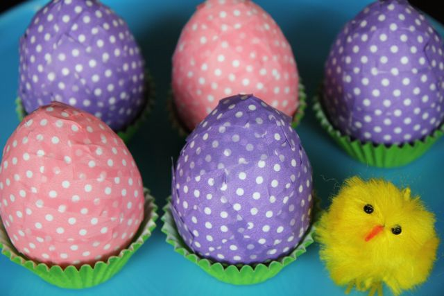 Decorating lovely Easter eggs
