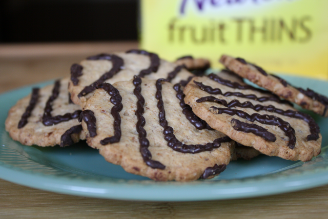 Fruit Thins Banana Drizzled with Dark Fudge