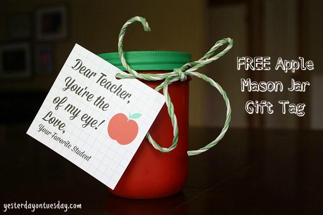 Cute Apple Mason Jar gift for teachers #masonjarcrafts #applecrafts
