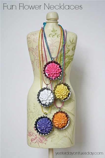 DIY Flower Necklaces #flowernecklaces #bottlecapnecklaces #diyjewelry