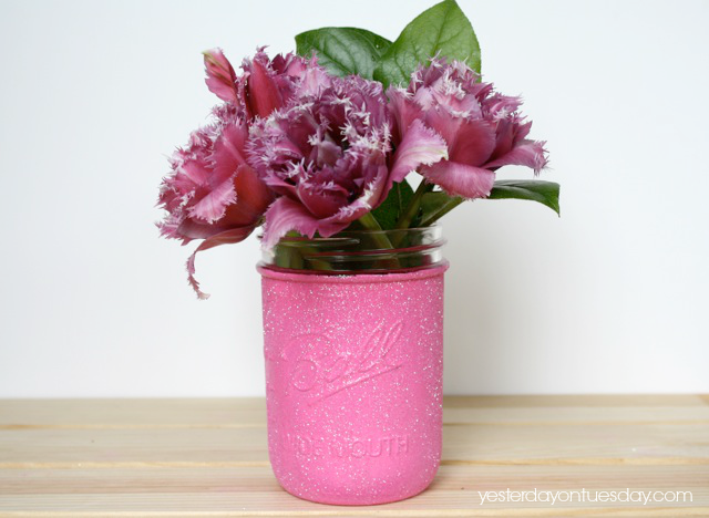 DIY Glam Glitter Vases #masonjars #masonjarscrafts #weddingcrafts