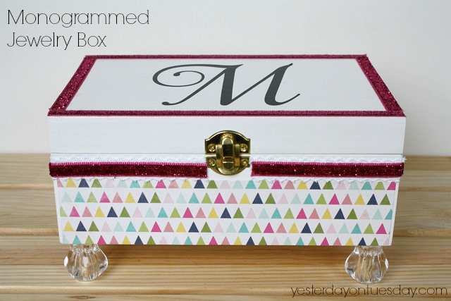 DIY Monogrammed Jeweley Box #diyjewelrybox #diymonograms #monograms #jewelrybox