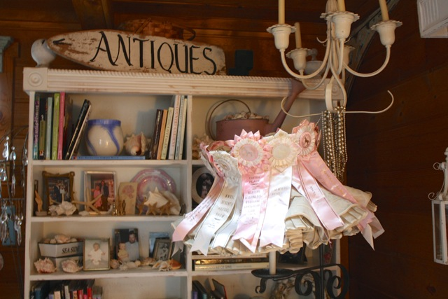 http://yesterdayontuesday.com/wp-content/uploads/2014/07/Shabby-Chic-Home-Tour-Ribbon-Lamp.jpg