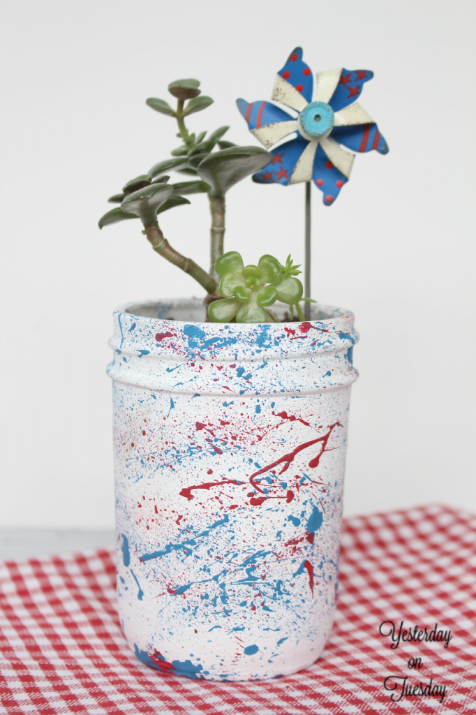 DIY Patriotic Splatter Mason Jars, great for 4th of July entertaining.