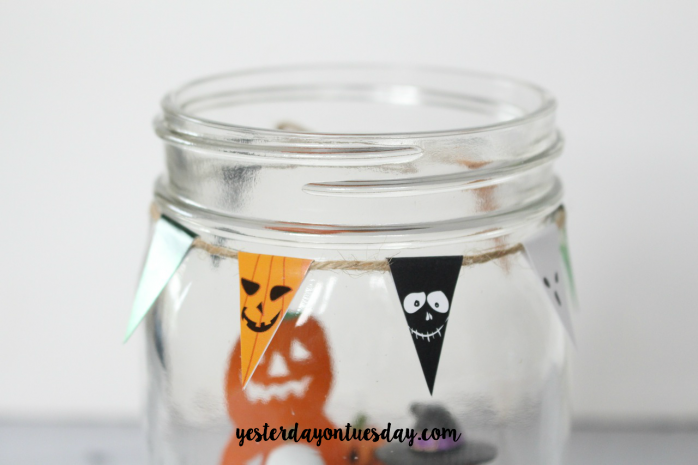 How to create a Halloween Scene in a Jar, a fun Halloween Decor Project