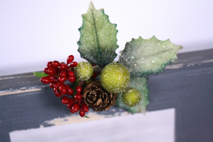 DIY Bottle Brush Tree Frame Decor: Great way upcycle/recycle unused frames. Charming Christmas or holiday decor.