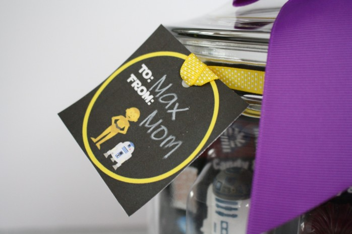 How to assemble a Star Wars Lover's Gift in a Jar plus free printable labels, tags and quotes.