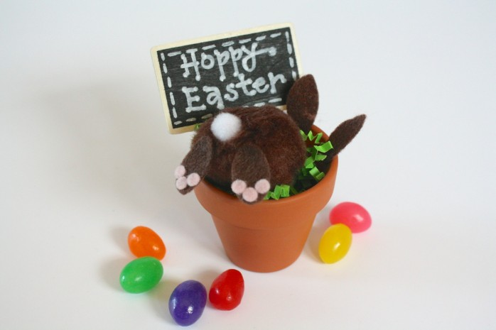 Bunny Butt Flower Pot, a cute craft and great place card idea for Easter. Fun kid's craft for Easter too!