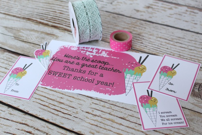 Teacher Gift in a Jar: Ice Cream themed teacher appreciation gift in a jar with printable gift tags and label. Great for end of the year teacher presents!