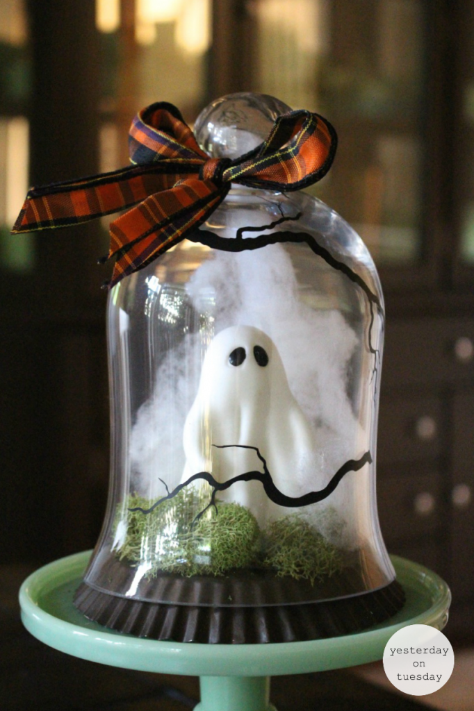 Ghost Under Glass Halloween Decor:  A spooky project for Halloween decorating.