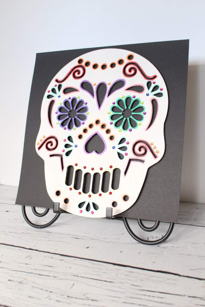 7 Spooky Halloween Decor Ideas including pumpkin planters, a Dias de los Muertos skull, a black cat lighted frame and more!