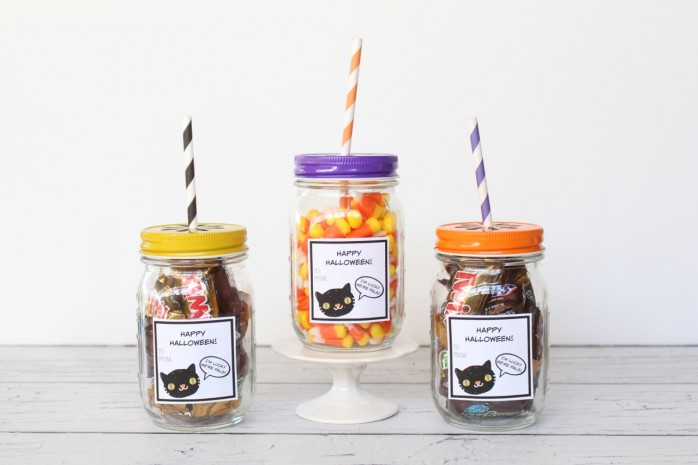 Happy Halloween Mason Jar Gift and Labels: Cute labels to print out and transform any mason jar into a fun Halloween gift.