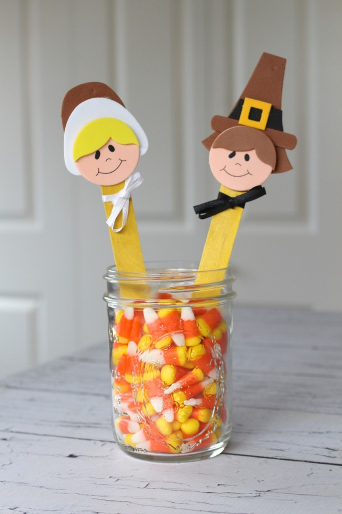 Fun Pilgrim Puppets for Thanksgiving