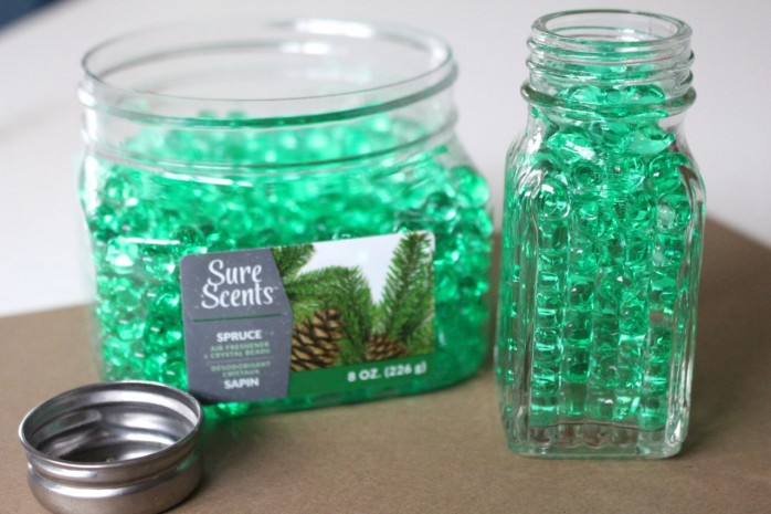Scent of Christmas Air Freshener: Transform salt and pepper shakers into pretty air fresheners with stuff from the dollar store!