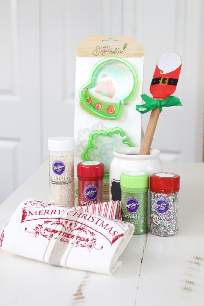 Holiday Baking Kit in  Jar: Great gift idea for that baker in your life! Perfect for Christmas.
