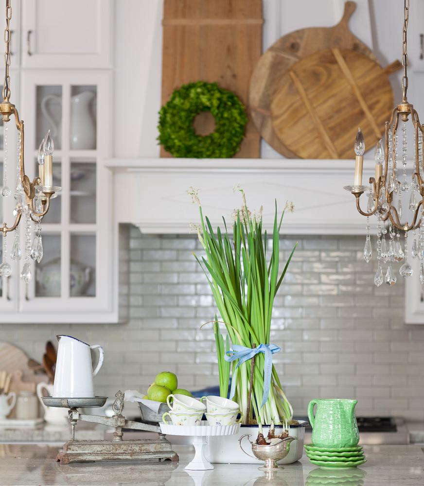 A Dozen Fixer Upper Style Kitchen Decor Projects