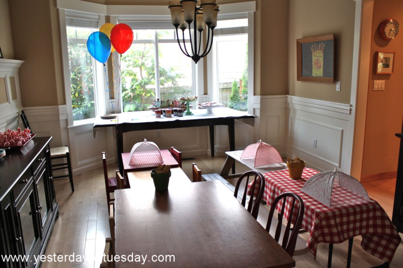 Borrowed Tables Mercy Watson Birthday Party - Yesterday on Tuesday #mercywatson #pigparty