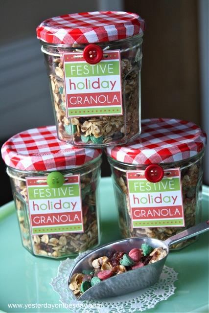 Festive Holiday Granola - Yesterday on Tuesday #christmas #granola #christmasfood