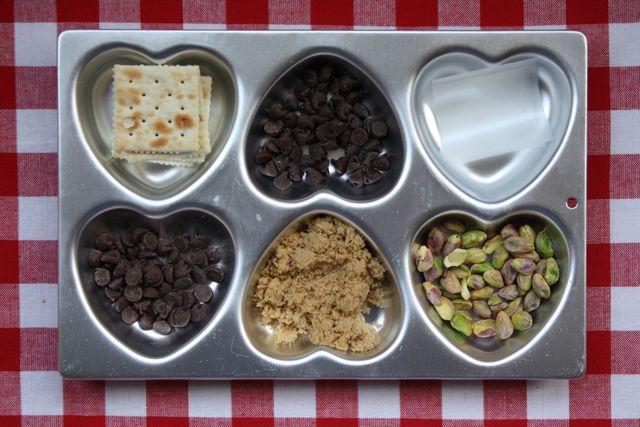 Saltine Caramel Hearts - Yesterday on Tuesday #valentine'sday #vallentinetreats #valentine