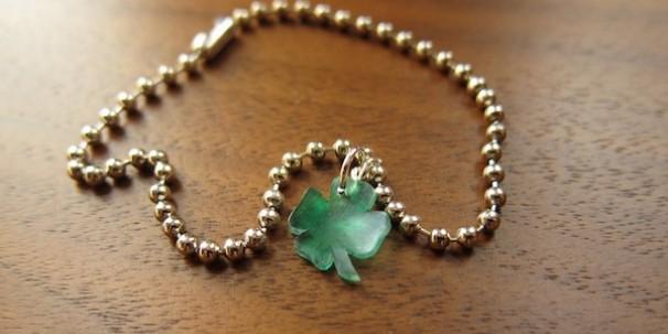 A Little Luck Charm Bracelet - Just Crafty Enough #stpatricksday #stpatricksdaycrafts #greencrafts