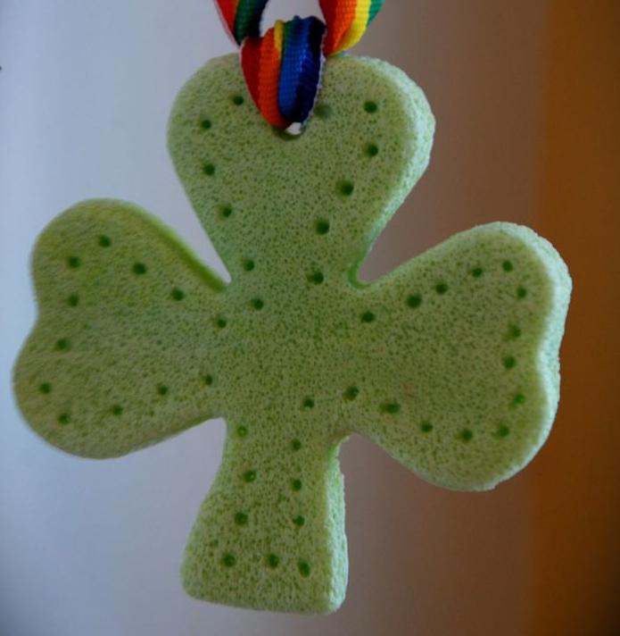 Lucky Charm - 2 Clever Blog #stpatricksday #stpatricksdaycrafts #greencrafts