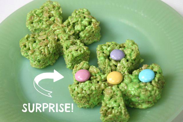 St. Patrick's Day Rice Krispie Treats - #yesterdayontuesday #ricekrispietreats #greenricekrispietreats #stpatricksdaytreats