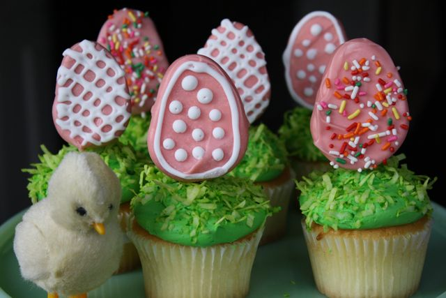 Easy and adorable Easter egg cupcakes
