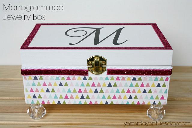 DIY Monogrammed Jeweley Box #diyjewelrybox #diymonograms #monograms #jewelrybox