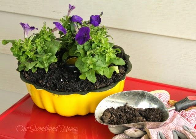Bundt Pan Planter