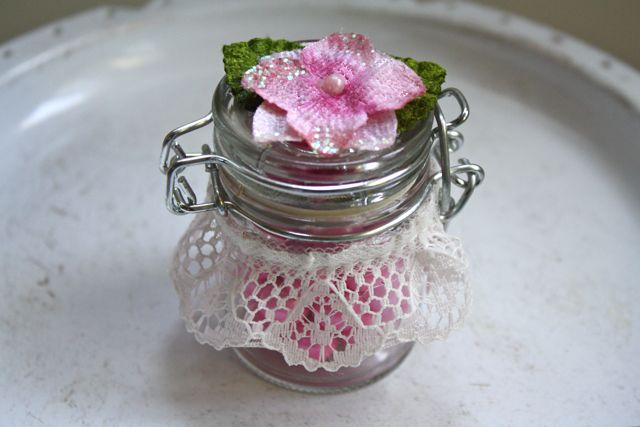How to use David Tutera Casual Elegance Flip Lid Glass Jars to create pretty wedding or party favors