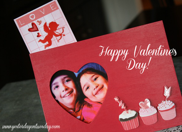 Valentine Sticker Frame, an easy kid's craft idea from http://yesterdayontuesday.com