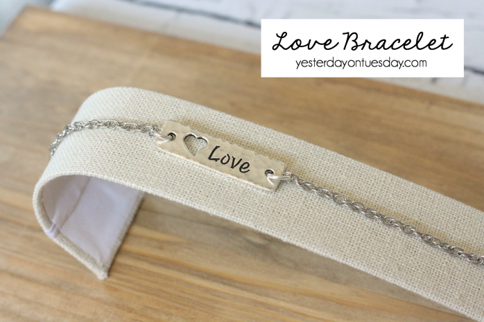Love Bracelet for Mom tp celebrate Mother's Day. Fast and fun gift idea.