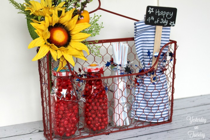 Create a Patriotic Party Caddy, a great hostess gift for a 4th of July party or get together!