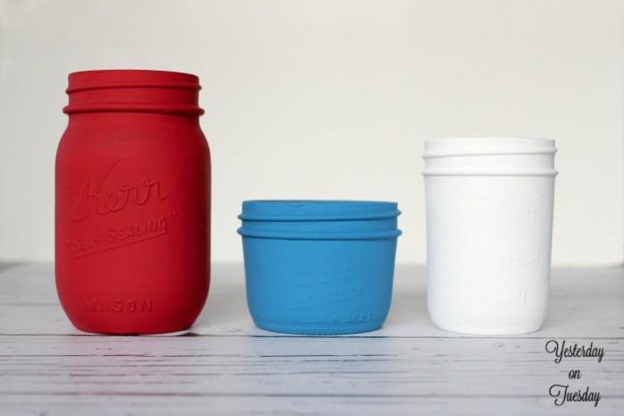 DIY Patriotic Splatter Mason Jars, great for 4th of July entertaining.