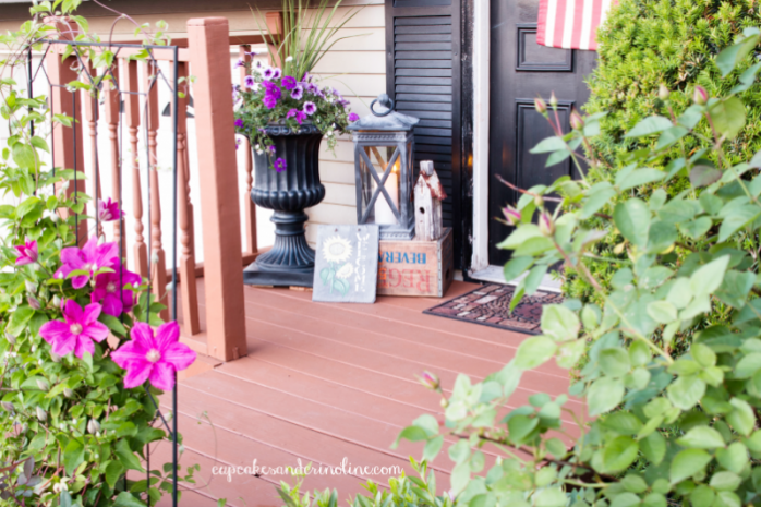 Front Porch Decor from Cupcakes and Crinoline