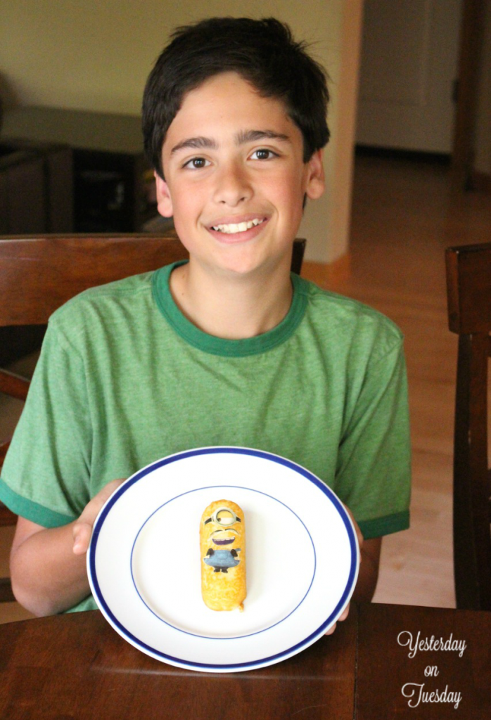 Make your own treats with a Twinkie Minion Kit. Easy and fun for kids!