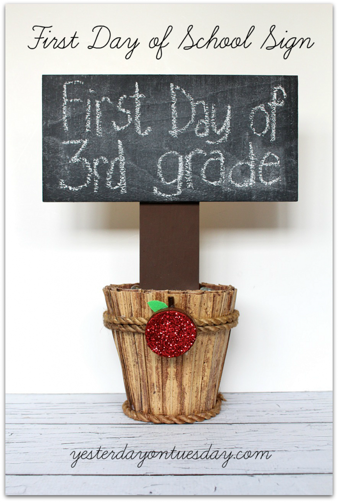 Chalkboard First Day of School Sign, a great photo prop for kids!