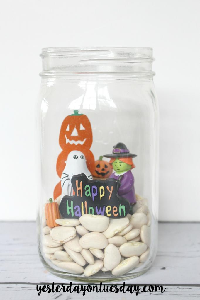 How to create a Halloween Scene in a Jar, a fun Halloween Decor Project