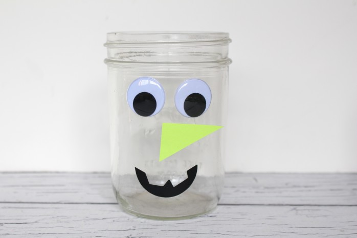 Mason Jar Candy Witch, a fun and fast craft for Halloween! Makes great decor or hostess/teacher gift!