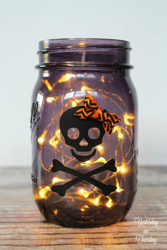 Lighted Halloween Mason Jar a fun and fast DIY decor or gift project