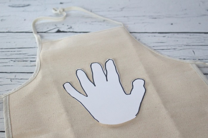 How to make a DIY Thanksgiving Apron for kids, a super cute craft that will become a family treasure.