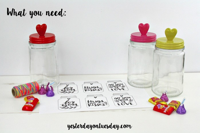 Printable Mason Jar Watercolor Tags: Just print and paint, great for gifts or for Valentine's Day presents.