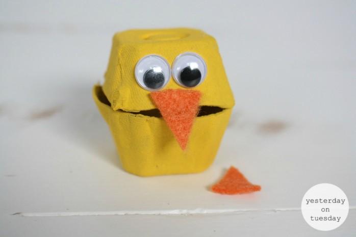 DIY Egg Carton Easter Chicks, a great spring craft for kids! Part of Craft Lightning.