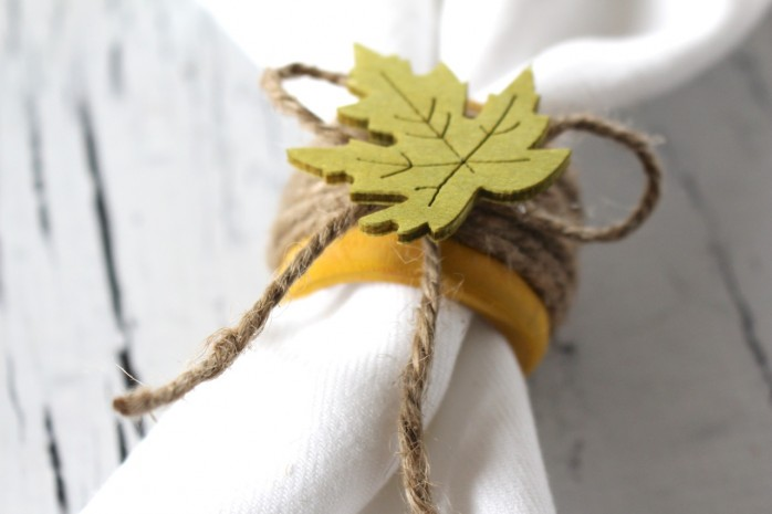 Napkin Ring with Green Leaf for Thanksgiving