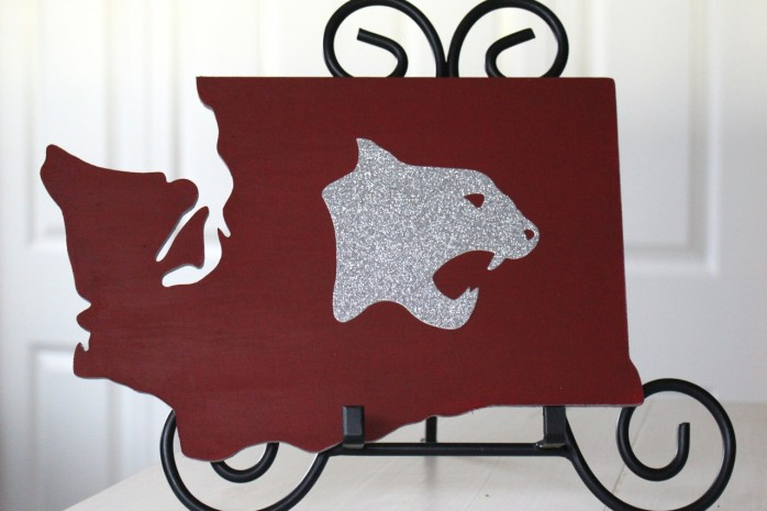 DIY Washington State University Cougar sign to show your WSU school spirit.